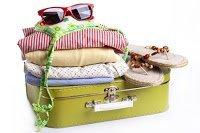 Mala e roupas para viagem